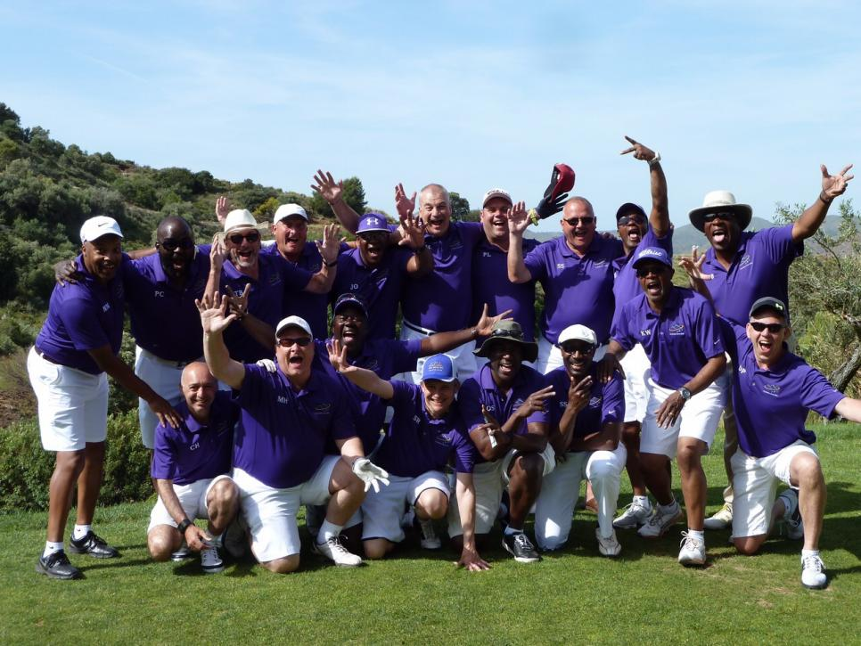 Thanks to Nick Hart from the Alhaurin Golf Society for sending us the group photo of the 2015 tour group resplendent in varsity purple. What a great response to the question